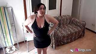 Young neighbour can't won't refuse this  hot mom's charms