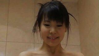 Honomi Sakura gets ravished in the shower