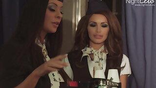 Lesbische Stewardessen, was es alles gibt....